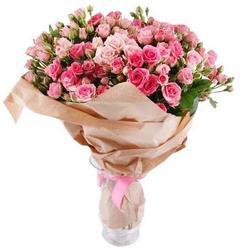 Букет кустовых розовых роз.