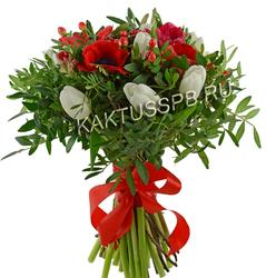 Букет красных анемонов и белых тюльпанов