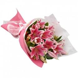 Букет с розовыми лилиями