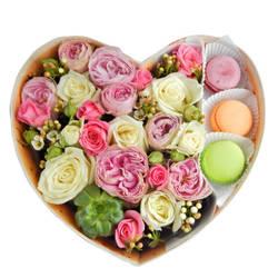 Макаруни с цветами с доставкой.