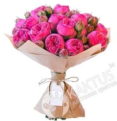 Малиновые пионовидные розы в Санкт-Петербурге.