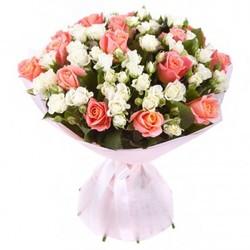 Кустовые розы и розовые розы.
