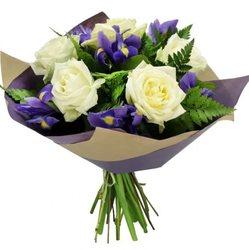 Букет с ирисами и розами №121