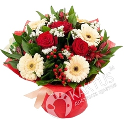 Белые герберы и красные розы.
