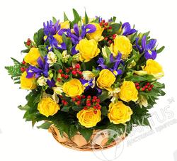 Жёлтые розы и ирисы.