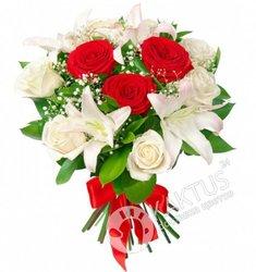 Белые лилии и розы.