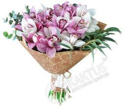 Букет розовых орхидей.